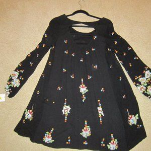 Free People Embroidered tunic style top    NEW M